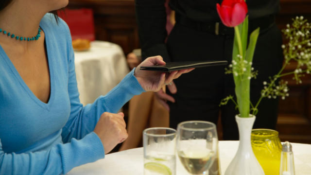 When Is It Okay for Women to Pay for the Date?